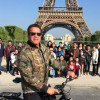 Schwarzenegger photobombs Thai tourists at Eiffel Tower