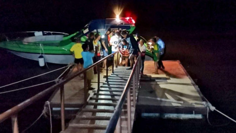 Tourists safe after longtail boat swamped, left stranded in Phang Nga Bay