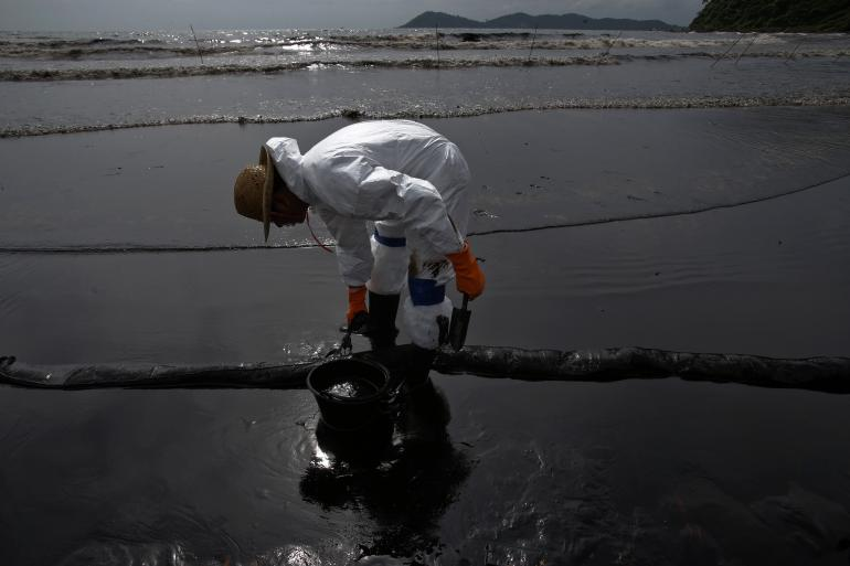 Fears grow that the oil spill will reach the mainland | Samui Times
