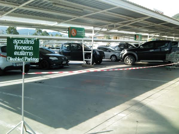 Disabled parking at Tesco Lamai has now been completely roped off | Samui Times