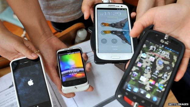 Two South Koreans arrested for smuggling used smartphones | Samui Times