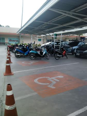 Letter from a disgruntled reader about disabled parking in Tesco Lamai | Samui Times
