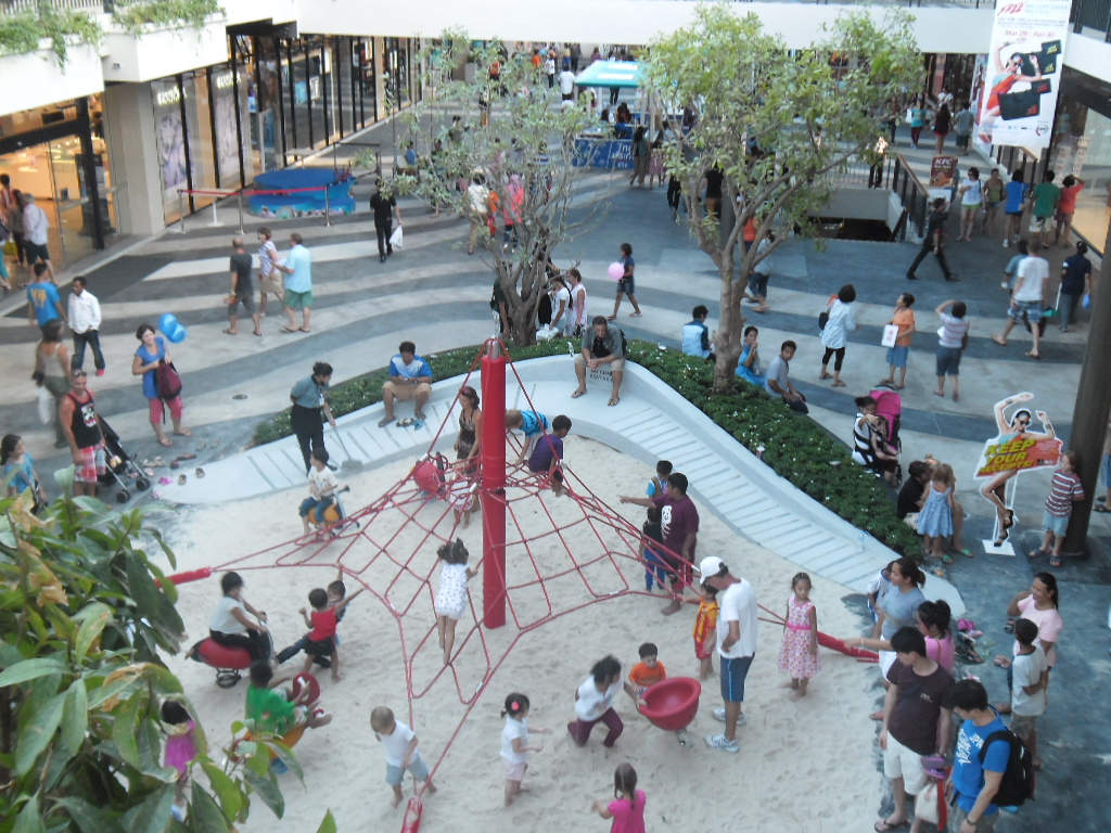 Come true the plaza has its own beach with kids toys and a fantastic