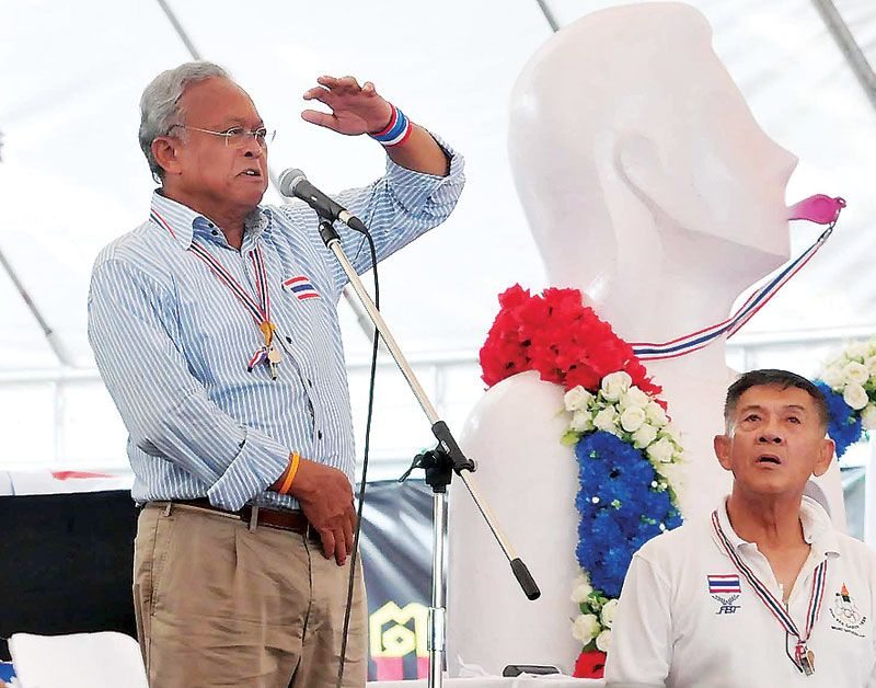 Protest leader Suthep Thaugsuban has vowed to ask His Majesty the King to approve his effort to seize power from government | Samui Times