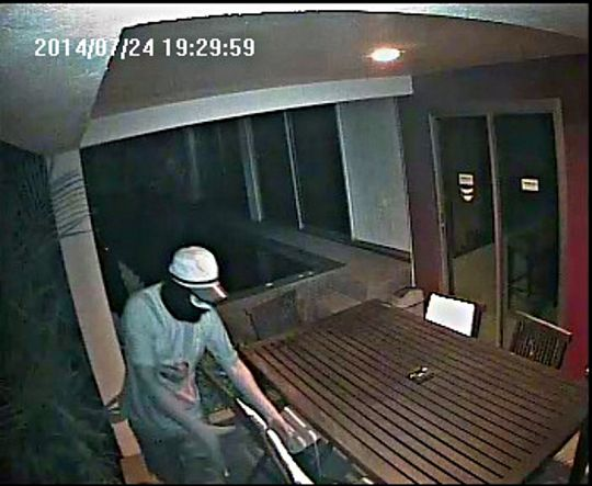 Westerner caught on camera breaking into home | Samui Times