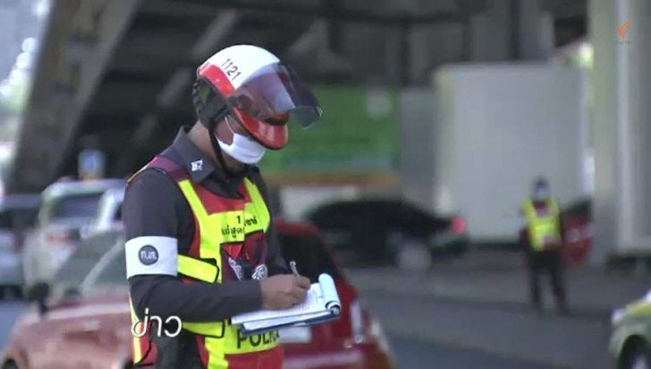 Over 300 arrested and fined for texting and talking while driving | Samui Times