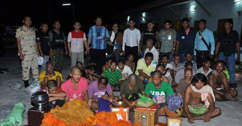 Soldiers Bust 18 'Fake Monks' In Suphanburi | Samui Times