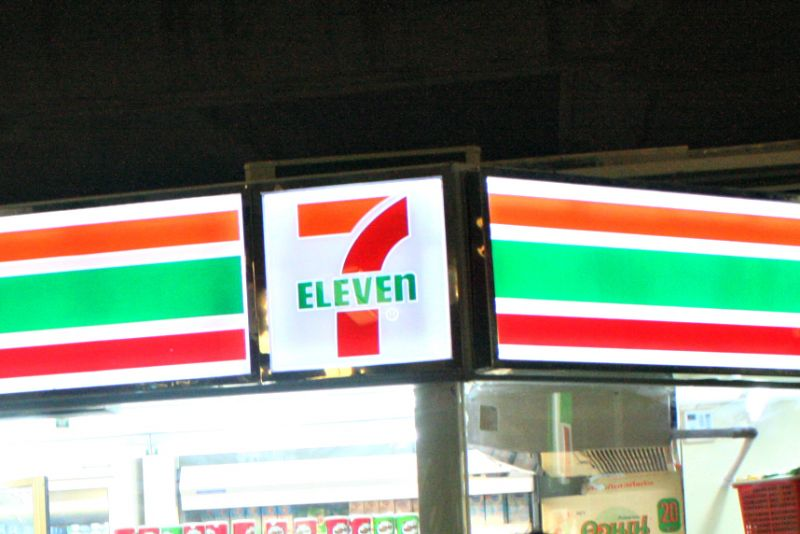 Armed robber steals over B17,000 from Phuket Town 7-Eleven | Samui Times