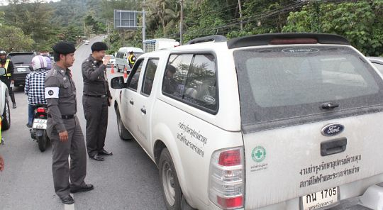 Karon police crack down on illegal taxis | Samui Times