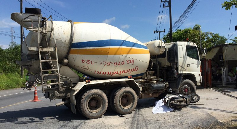 Phuket cement truck driver flees after deadly crash | Samui Times