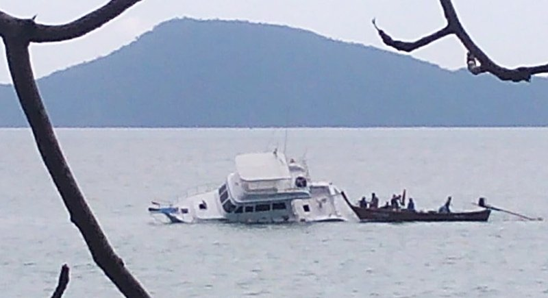 13 rescued after Phuket cruise boat hits rock | Samui Times