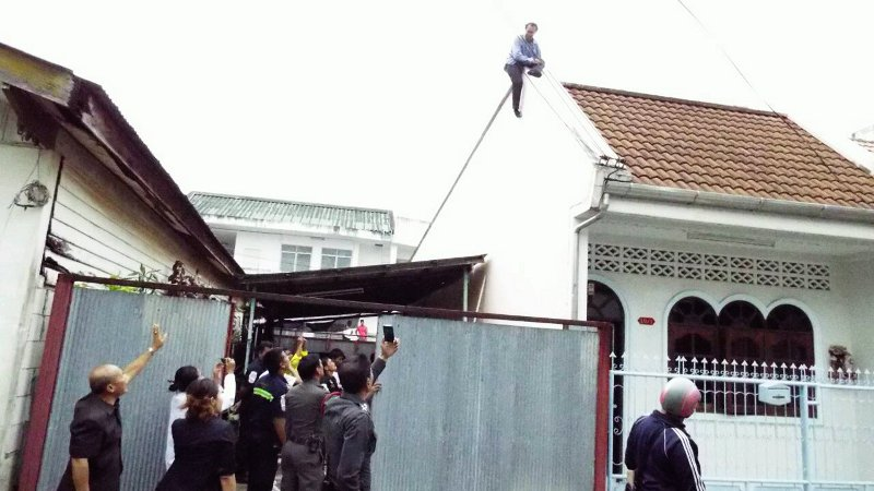 Distressed lawyer rescued from Phuket roof | Samui Times