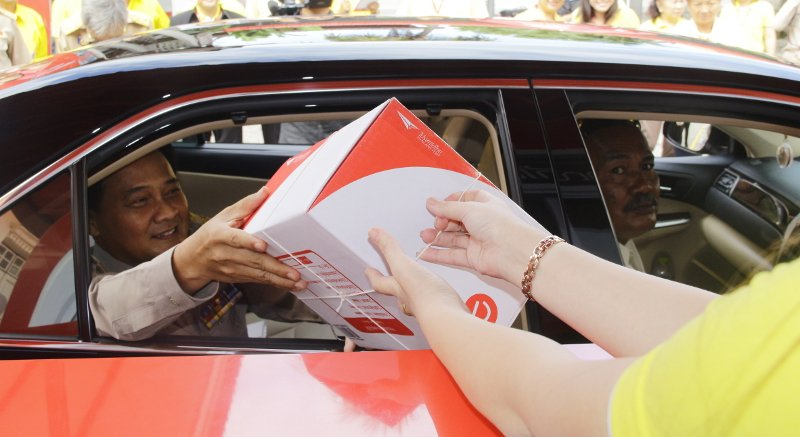 Phuket Post Office launches drive-thru counter | Samui Times