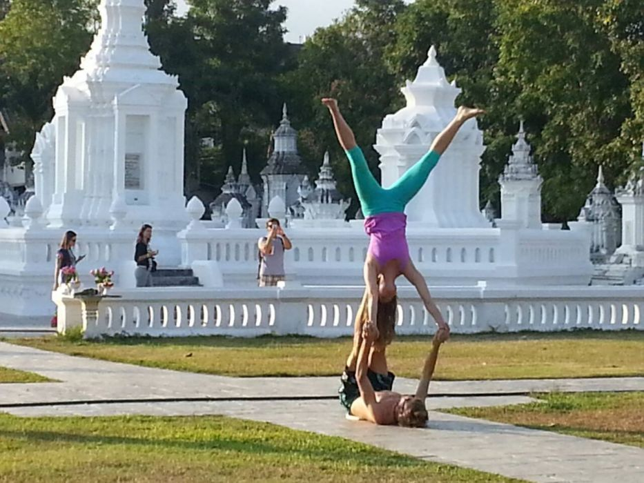 Foreigners upset Thai's by doing 'yoga' at a temple | Samui Times