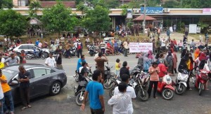 Phuket Residents block hotel entrance