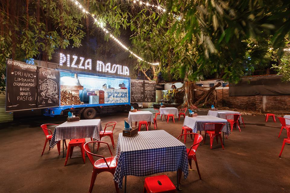 Thailand's first mobile pizza shop launched by two Italians | Samui Times