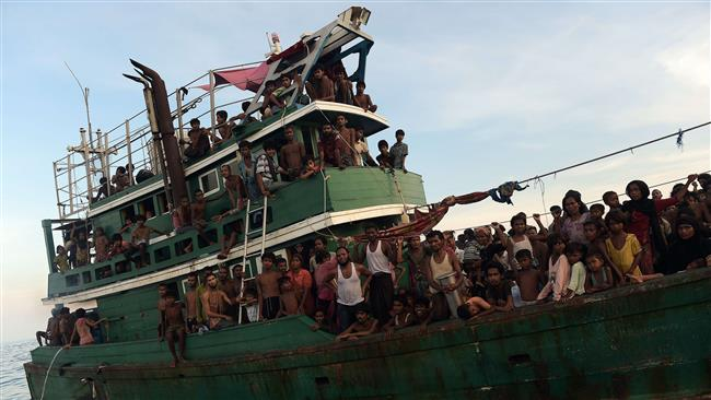 Over three hundred Myanmar Migrant workers stranded in the Andaman Sea | Samui Times