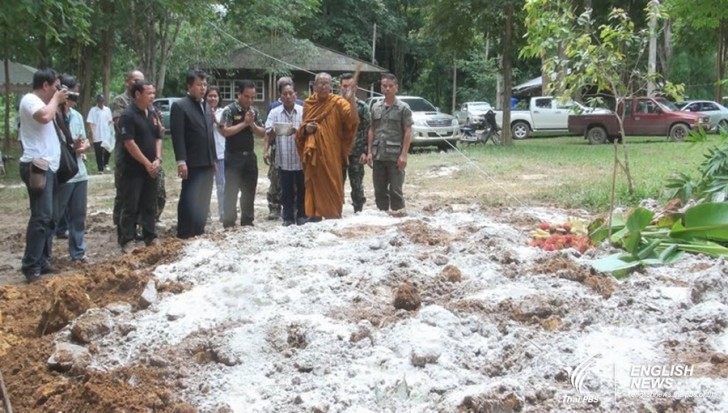 Park officials and villagers hold religious service for the dead elephants | Samui Times