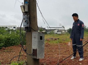 man dies urinating on electric pole