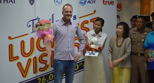 Phuket airport welcomes 2015's 26 millionth visitor to Thailand | Samui Times