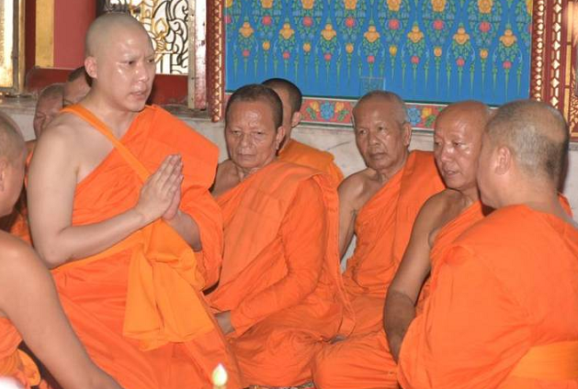 Benz driver Janepop who killed students ordains into the monkhood | Samui Times