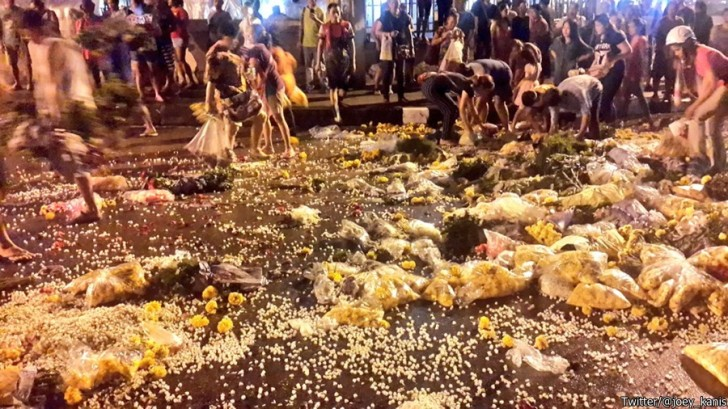 Flower vendors call off protest after dumping flowers to block traffic | Samui Times