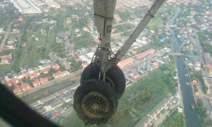 Nervous flyer? – not what you want to see outside your aircraft window | Samui Times