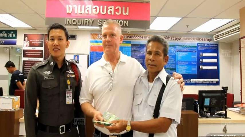 All smiles once again as Aussie and 500K are reunited thanks to Bangkok cabbie | Samui Times
