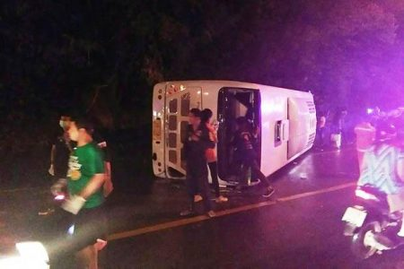Bus Transporting 28 Tourists Overturns in Koh Samui Injuring 10 | Samui Times