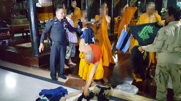 """We only take cash!"" – Cambodian monks show the Thais how it's done 