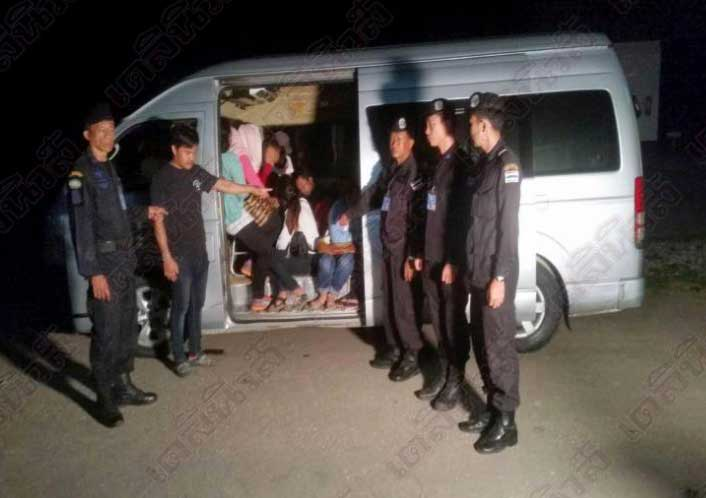 It's not a record but full marks for trying – 37 Cambodians in a minivan! | Samui Times