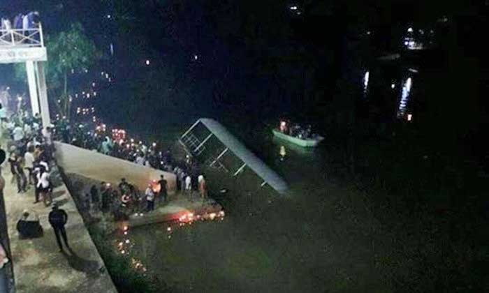 Hundreds at Saraburi Loy Krathong in lucky escape as pontoon sinks | Samui Times