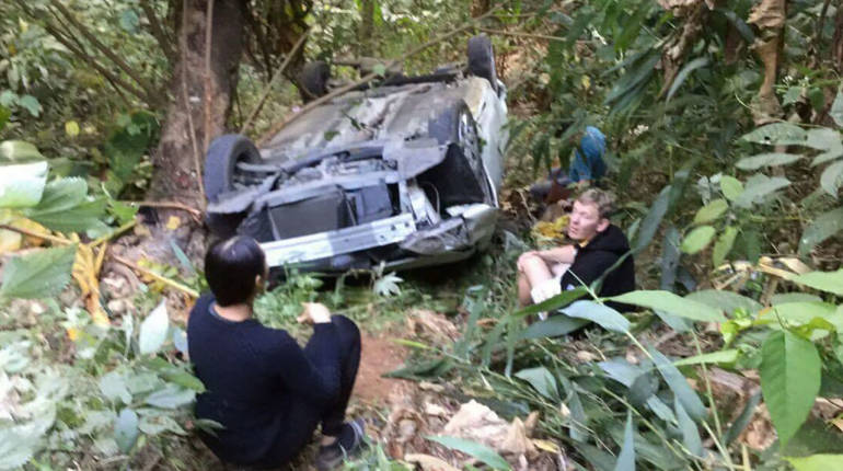 Chinese tourists drive off the hillside after renting car at the airport | Samui Times