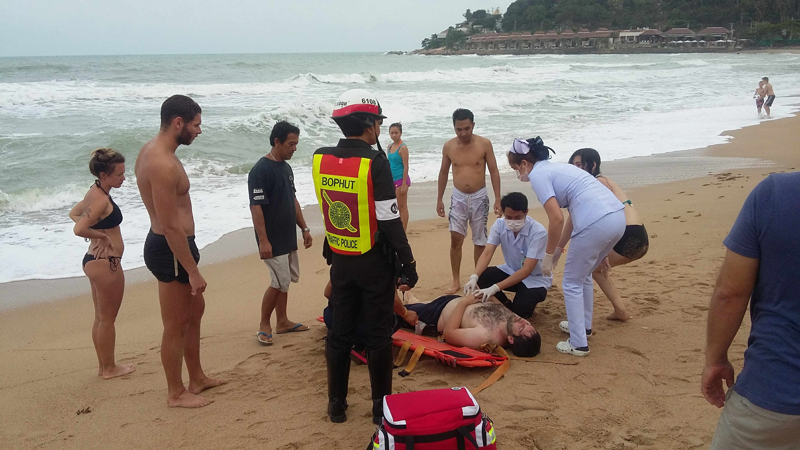 Samui Expats Rescue Tourists from Drowning | Samui Times