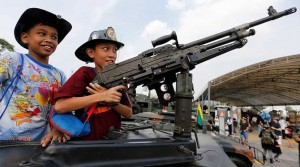 kids_with_guns_thailand