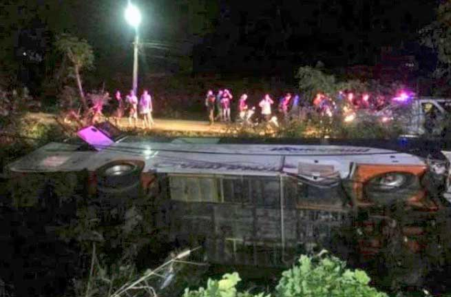Fourteen Korean tourists in hospital as tour bus overturns in Phetchaburi | Samui Times