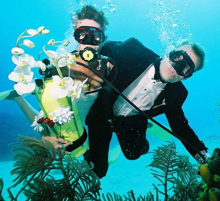 Trang holds Underwater Wedding | Samui Times