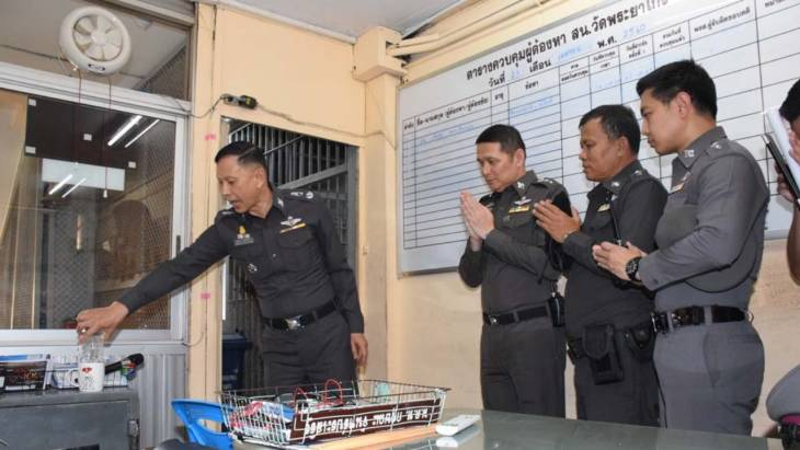"Drugs cop performs ""exorcism"" ritual for suspects who died in custody 