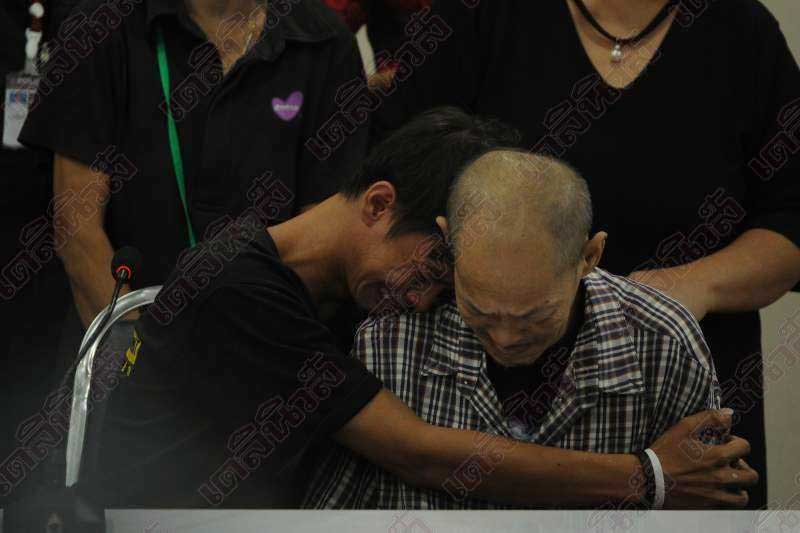 Tears of joy as father and runaway son reunited after 15 years | Samui Times