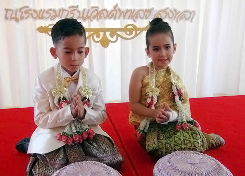 Six year old Thai/Italian twins 'marry' in Songkhla | Samui Times