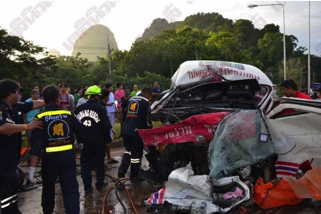 """More carnage as six dead after """"sleeping"""" minivan driver collides head on with old folk's pick-up 