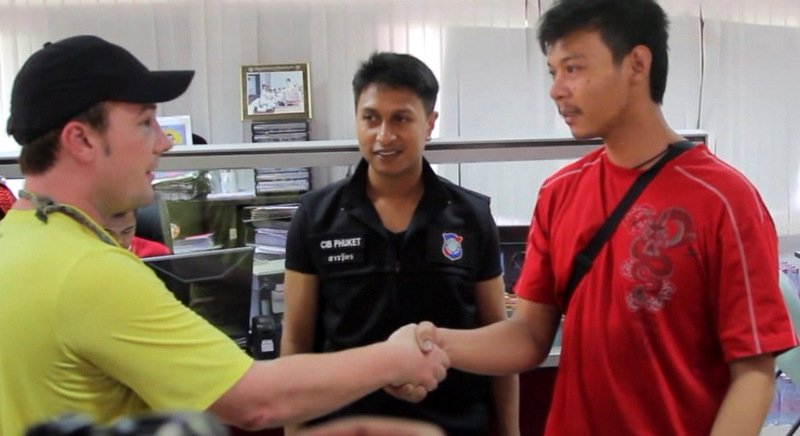 American tourist in fistfight with Patong tuk-tuk driver over B200 fare | Samui Times