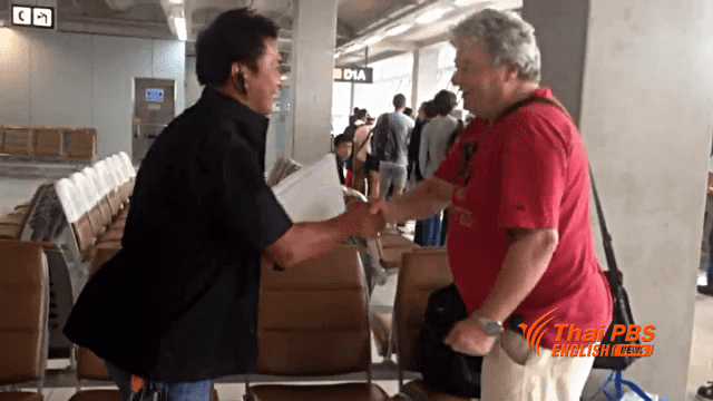 Cabbie and security guards charm Briton by returning his missing wallet with cash | Samui Times