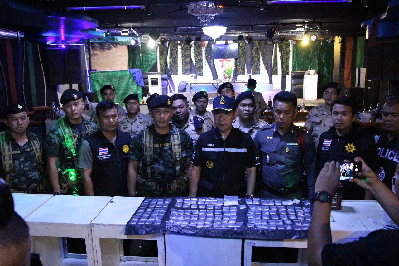 Pattaya district chief finally comes up trumps – raid yields under age drinkers, druggies and a heap of ice | Samui Times