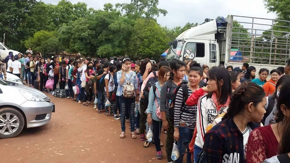 Myanmar workers continue border run for documents | Samui Times
