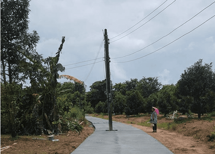 Power pole left in the middle of the road – but nobody mentions it might be dangerous | Samui Times