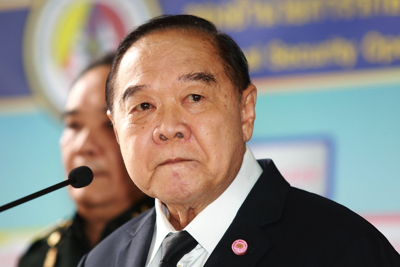 Authorities could not stop Yingluck escaping, says Prawit | Samui Times