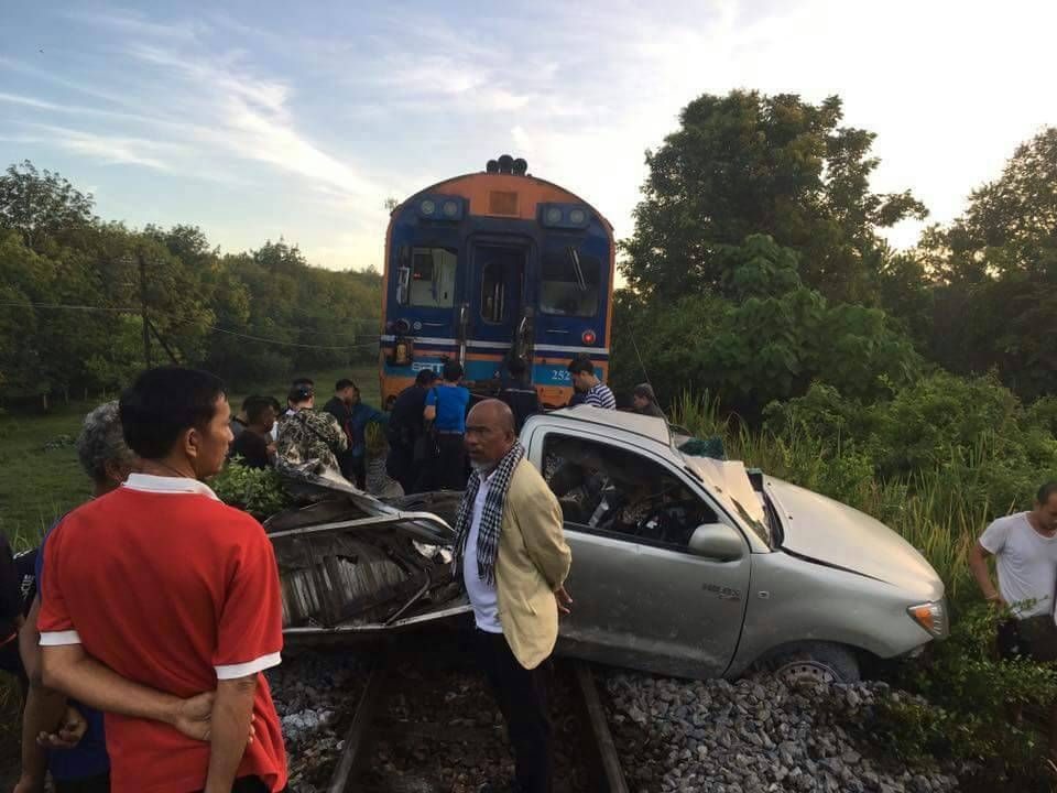 Pickup hit by train after driver took GPS advice | Samui Times
