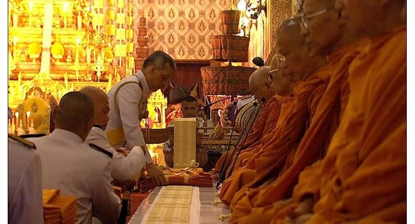 King pays his respects to Royal Relics, makes merit for Father | Samui Times