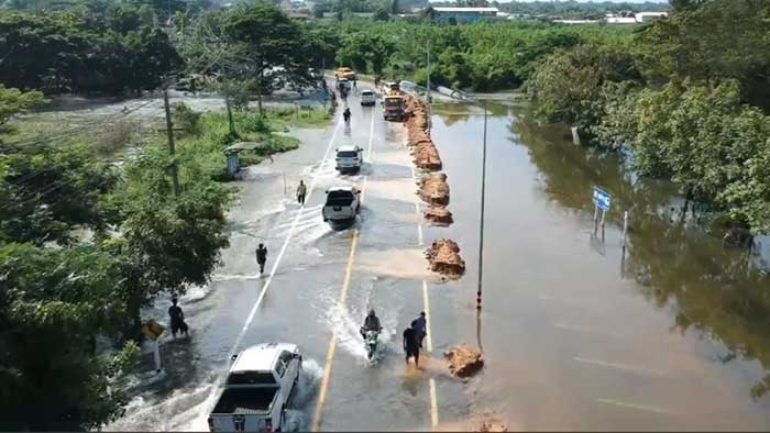 Prayut warns some areas must be sacrificed to floods | Samui Times